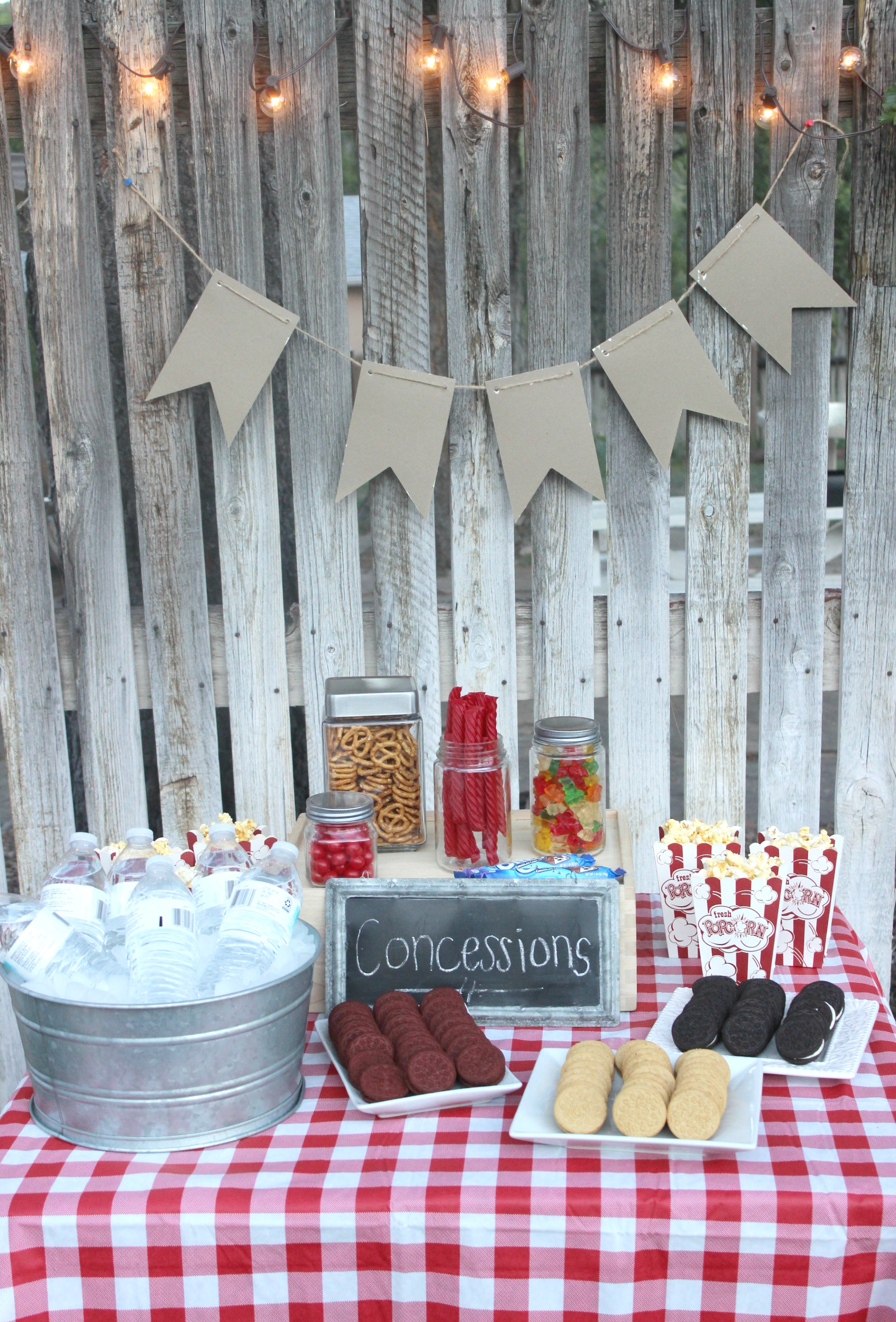 Outdoor Movie Party - I Dig Pinterest