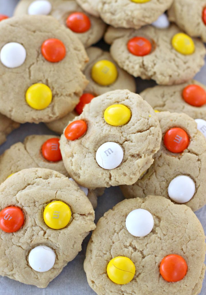 peanut butter cookies are some of my most favorite ever but when you top them with white chocolate i can never resist i shared some yummy and halloween